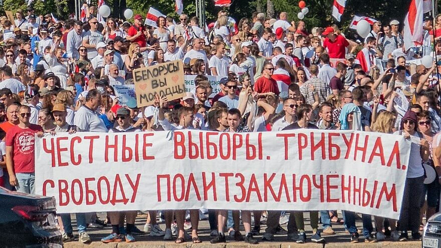 """A protest rally in Minsk, Belarus, against Belarus President Alexander Lukashenko, on Aug. 16, 2020. The sign reads, """"Fair Elections. Tribunal. Freedom to the Political Prisoners."""" Credit: Wikimedia Commons."""