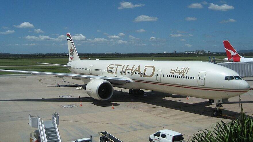 Etihad Airways Boeing 777-300ER at Brisbane International Airport, Feb. 21, 2008. Credit: Kwlothrop/Wikipedia.