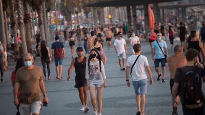 Pedestrians in Tel Aviv on July 7, 2020. Photo by Miriam Alster/Flash90.