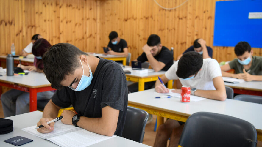 Yehud Comprehensive High School students sit for a matriculation exam, in Yehud, July 8, 2020. Photo by Yossi Zeliger/Flash90.