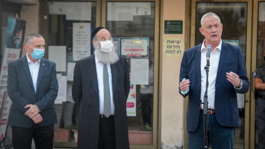 Israeli Defense Minister Benny Gantz (right) visits Bnei Brak, Sept. 06, 2020. Photo by Avshalom Sassoni/Flash90.