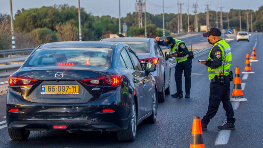 Israeli police officers on duty at a temporary roadblock on Highway 40, Oct. 9, 2020. Photo by Yossi Aloni/Flash90.
