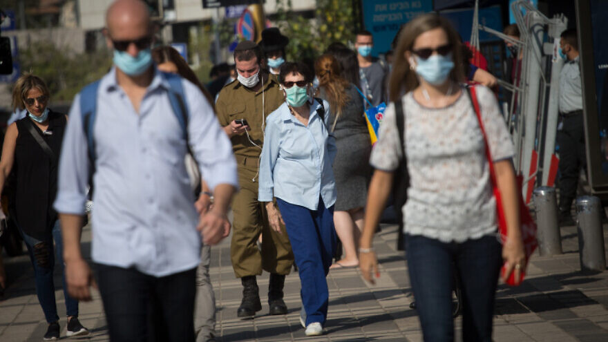 Israelis in Tel Aviv wear protective masks in accordance with coronavirus regulations, Oct. 26, 2020. Photo by Miriam Alster/Flash90.