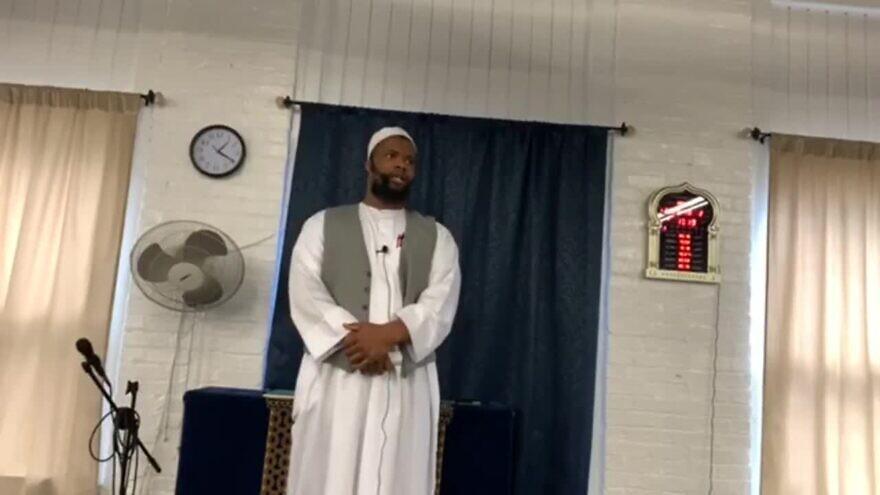 Khadar Bin Muhammad, imam of Masjid Bilal Ibn Rabah mosque in Syracuse, N.Y., gives a Friday sermon on Oct. 2, 2020. (MEMRI)