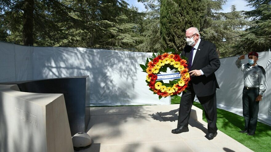 Israeli President Reuven Rivlin lays a wreath on the grave of the late Prime Minister Yitzhak Rabin to mark the 25th anniversary of his assassination, Oct. 28, 2020. Credit: Haim Zach/GPO.