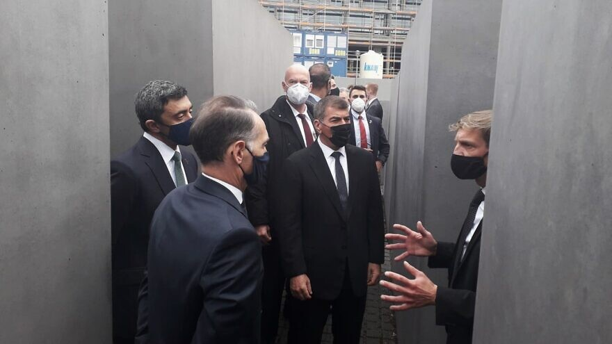 Israeli Foreign Minister Gabi Ashkenazi (center), United Arab Emirates Foreign MInister Sheikh Abdullah bin Zayed bin Sultan Al Nahyan (left) and German Foreign MInister Heiko Maas (second from left) visit the Memorial to the Murdered Jews of Europe in Berlin, Germany, on Oct. 6, 2020. Source: Twitter.
