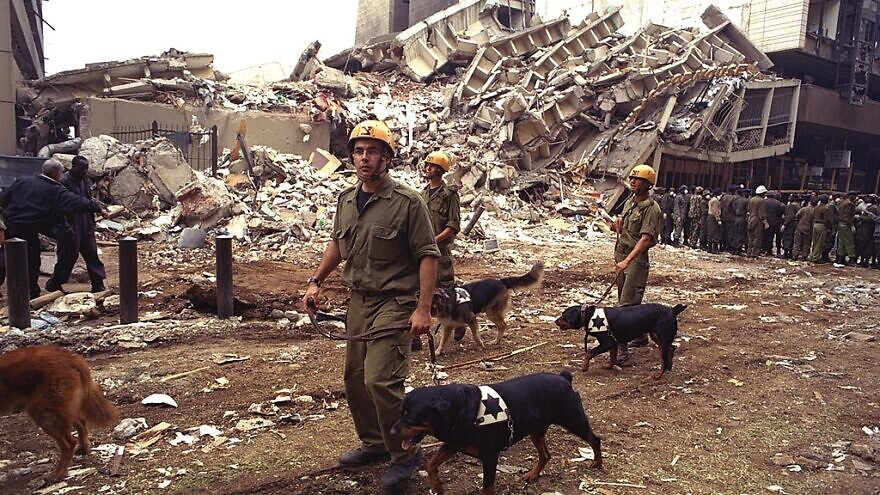 An IDF rescue team looks for survivors of the car bombing that destroyed the U.S. Embassay in Nairobi, Kenya, Aug. 11, 1998. Credit: IDF Spokesperson's Office via Wikimedia Commons.