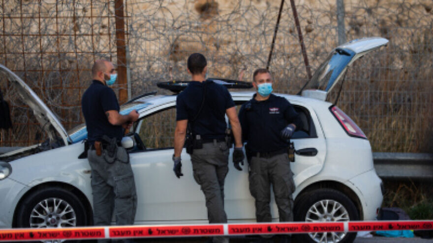 Israeli police officers and a bomb squad unit at the scene of an attempted ramming attack at a checkpoint near Ma'aleh Adumim, Nov. 25, 2020. Photo by Yonatan Sindel/Flash90.
