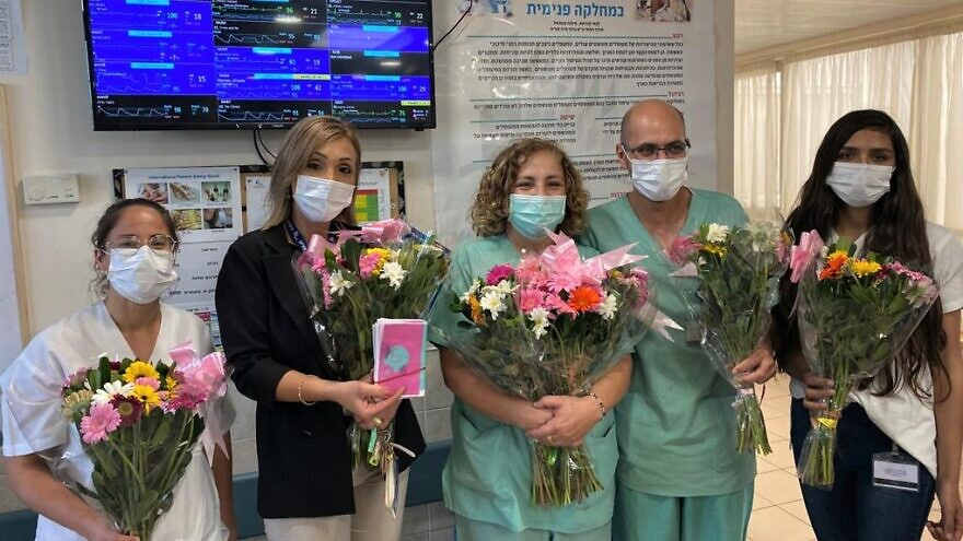 Frontline health-care workers in Israel receive flowers as part of the Shabbat Project 2020. Credit: Courtesy.