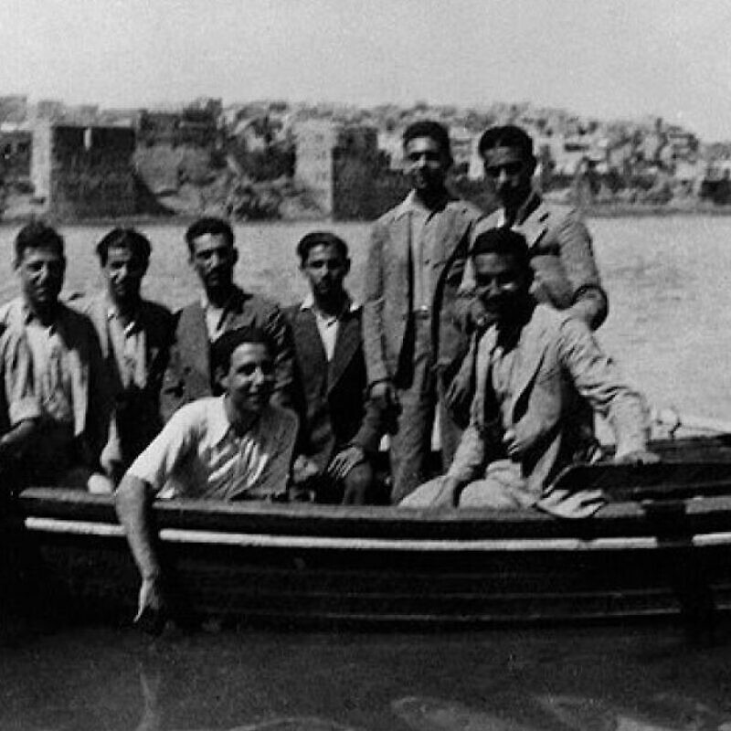 A group of Iraqi Jews who fled to Palestine following the 1941 Farhud pogrom in Baghdad. They reached Palestine after considerable difficulties, including arrest, trial and imprisonment by the British authorities as well as deportation. Credit: Moshe Baruch via Wikimedia Commons.