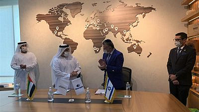 A strategic partnership agreement between the Israeli Watergen company and Emirati Al-Dahra was signed in Abu Dhabi in the United Arab Emirates on Nov. 25, 2020. Credit: Courtesy.
