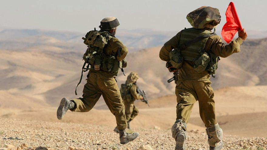 Soldiers of the IDF's Givati Brigade participate in an exercise in the southern Judean Desert, June 6, 2012. Photo by Moshe Shai/Flash90.