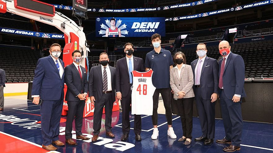 Deni Avdija (center right) poses with Israeli Ambassador to the United States Ron Dermer (center left) and other officials. Credit: WashingtonWizards.com.