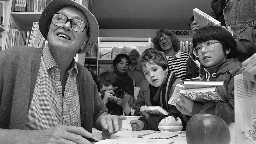 Roald Dahl signs books for children in Amsterdam on Oct. 12, 1988. Credit: Rob Bogaerts/Anefo via Wikimedia Commons.