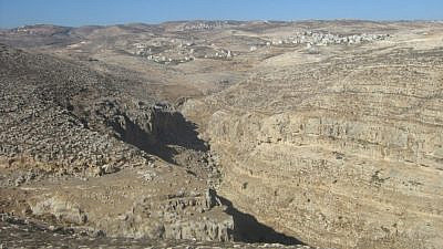 The village of Mukhmas and al-'Aliliyat cliffs