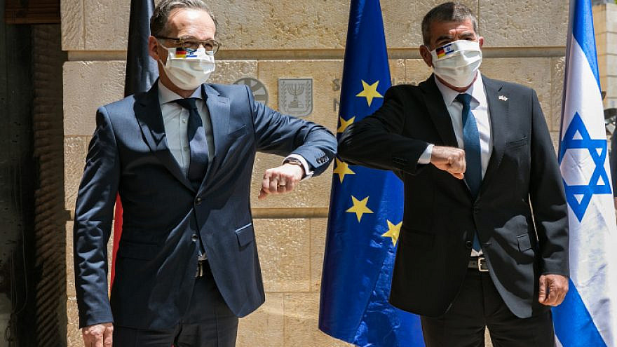 Israeli Foreign Minister Gabi Ashkenazi (right) meets with German Foreign Minister Heiko Maas at the Foreign Ministry in Jerusalem on June 10, 2020. Photo by Olivier Fitoussi/Flash90.