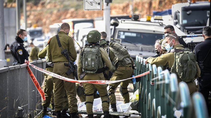 Israeli security forces near the scene of an attempted stabbing attack at the Gitai Avishar Junction west of Ariel in Judea and Samaria, Jan. 26, 2021. Photo by Flash90.