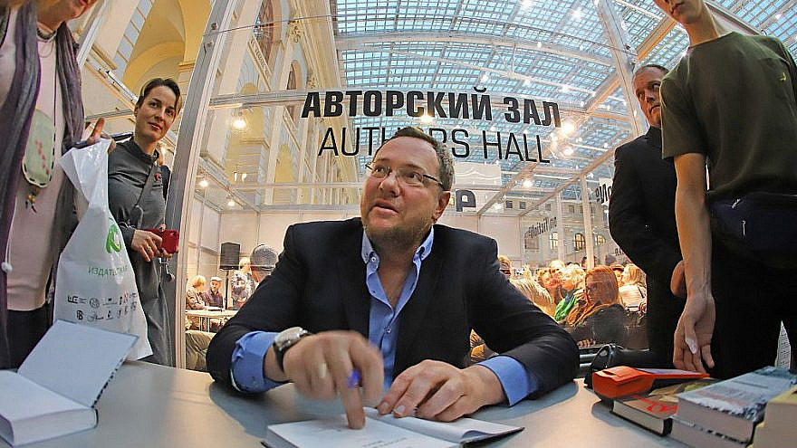 Alexander Ilichevsky signs books at a fair in Moscow. Credit: Vadim Brodsky.