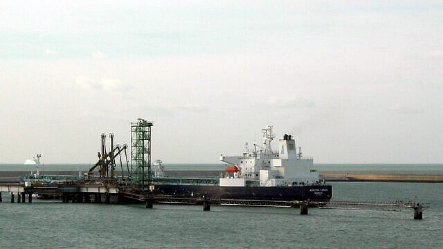 """The """"Minerva Helen"""" oil tanker, at the terminal of Dunkirk, France. Credit: Remi Jouan via Wikimedia Commons."""