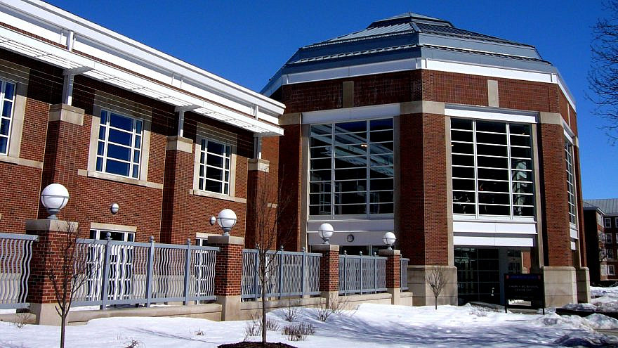 The Campus Recreation Center East of the University of Illinois at Urbana-Champaign. Credit: Aries Liang via Wikimedia Commons.
