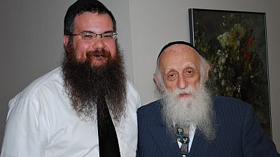 Rabbi Dr. Abraham Twerski with (to his left) Rabbi Shais Taub, both of whom worked with Jews in the Chassidic community, in addition to others who struggled with addiction, May 8, 2011. Credit: Wikimedia Commons.
