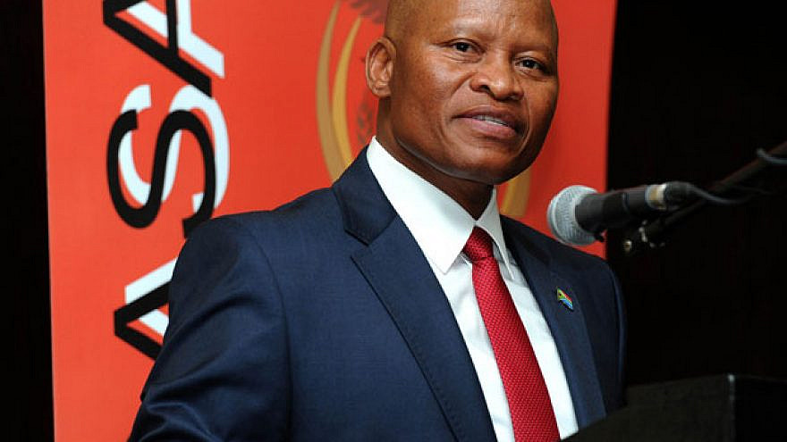 Chief Justice Mogoeng Mogoeng addresses the Judicial Officers Association of South Africa's annual general meeting held at Kopanong Conference Hotel in Benoni. Credit: GCIS/Government of South Africa/Flickr.