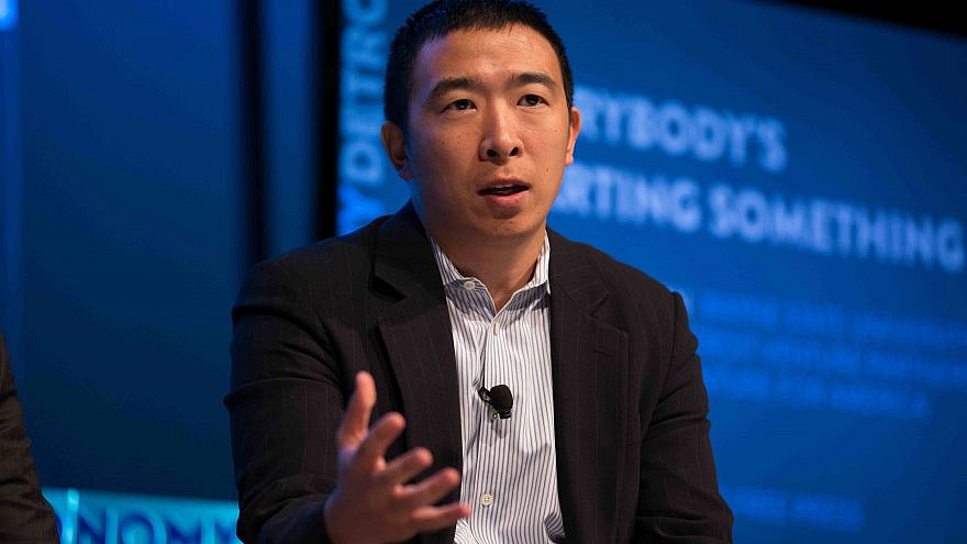 Andrew Yang talks about urban entrepreneurship at the Techonomy Conference in Detroit, Sept. 15, 2015. Credit: Asa Mathat for Techonomy via Wikimedia Commons.