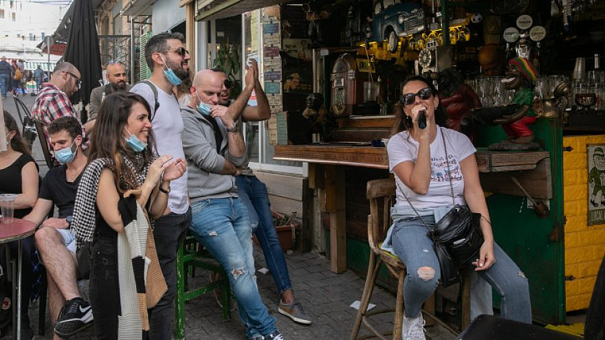 Jerusalemites at the Machane Yehuda Market on March 10, 2021. Photo by Olivier Fitoussi/Flash90.