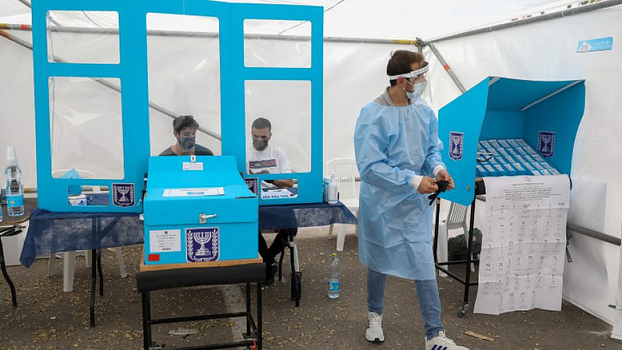 A Tel Aviv polling station for Israelis in COVID-19 quarantine during the elections for the 24th Knesset, March 23, 2021. Photo by Noam Revkin Fenton/Flash90.