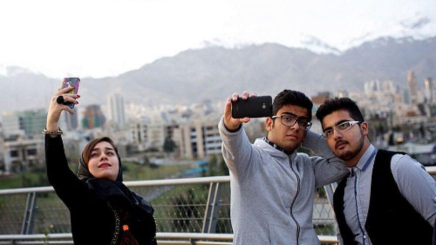 Iranian youth taking selfies on Aug. 12, 2020. Credit: Faranak Bakhtiari via Wikimedia Commons.