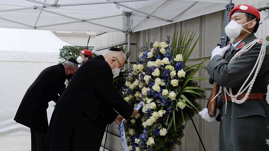 Israeli President Reuven Rivlin lays a wreath during a Holocaust-remembrance ceremony in Vienna, Austria, March 17, 2021. Photo: Amos Ben Gershom/GPO.