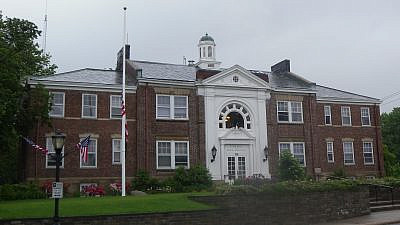 North Hempstead town hall, Long Island, N.Y. Credit: Wikimedia Commons.