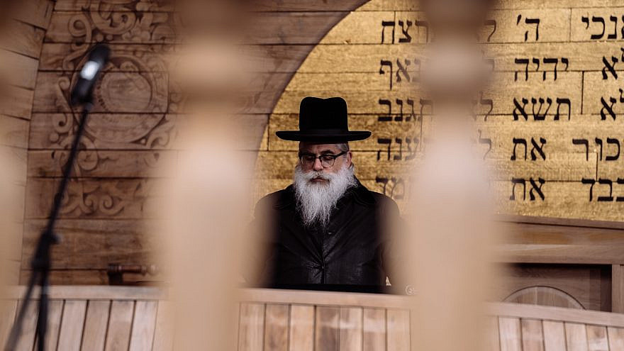 Kyiv Chief Rabbi Yaakov Dov Bleich leads the memorial ceremony and inauguration of the symbolic synagogue on the site of the Babi Yar Nazi massacre. Credit: Courtesy of the Babyn Yar Holocaust Memorial Center.