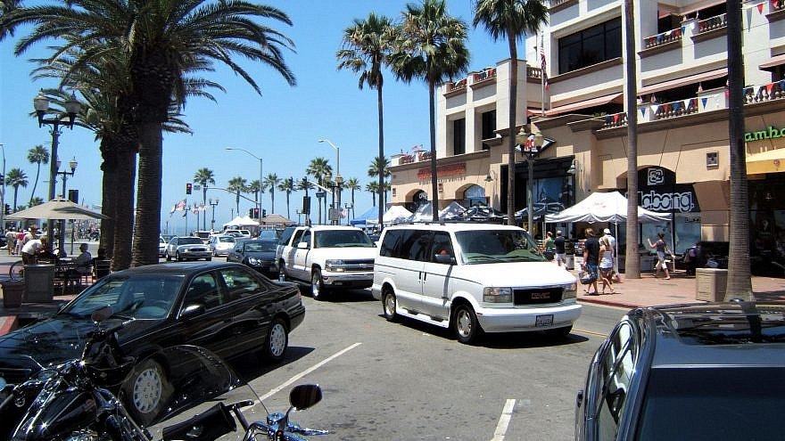 A street leading to the pier in Huntington Beach, Calif. Credit: Wikimedia Commons.