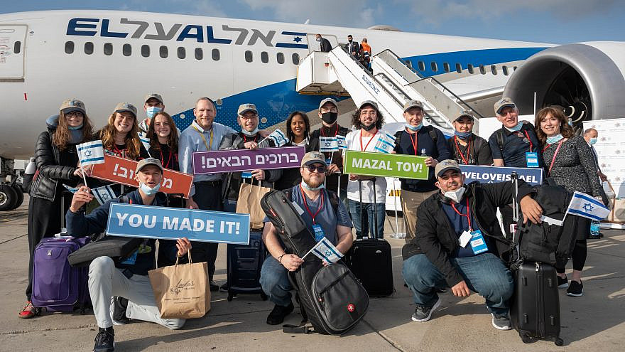 Israeli Aliyah and Integration Minister Pnina Tamano-Shata (back row, seventh from the right) welcomes new immigrants from North America at Ben-Gurion International Airport, April 26, 2021. Credit: Nefesh B'Nefesh.