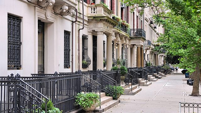 Townhouses in New York City's Upper West Side. Credit: Tupungato/Shutterstock.
