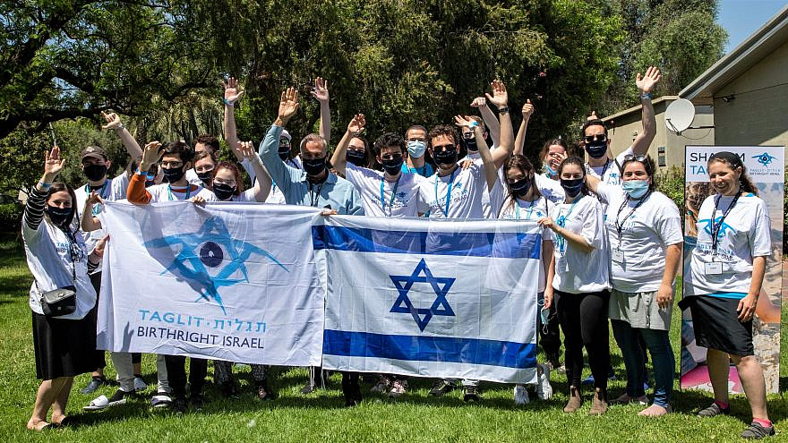 The first Birthright Israel group after a year-long absence due to the coronavirus pandemic, May 24, 2021. Photo by Erez Uzir.