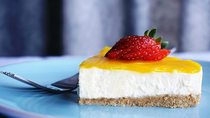 Cheesecake topped with lemon curd. Credit: Pixabay.