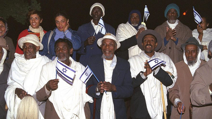 New immigrants from Ethiopia at the Hadera absorption center in 1991. Credit: Israeli Tsvika/GPO.