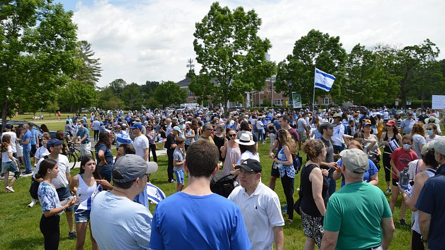 Supporters at a pro-Israel rally on May 23, 2021. Photo by Jeff Holt.