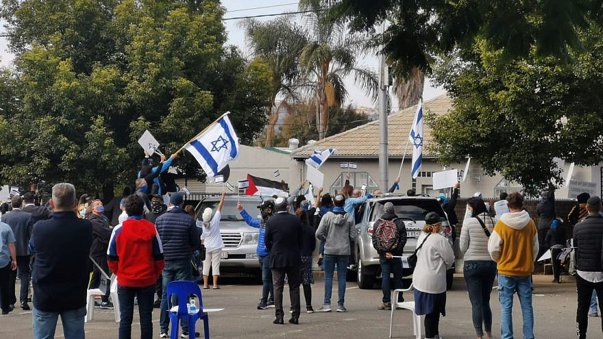 Pro-Israel supporters rally outside of the South African Zionist Federation offices on May 23, 2021. Source: South African Zionist Federation/Twitter.