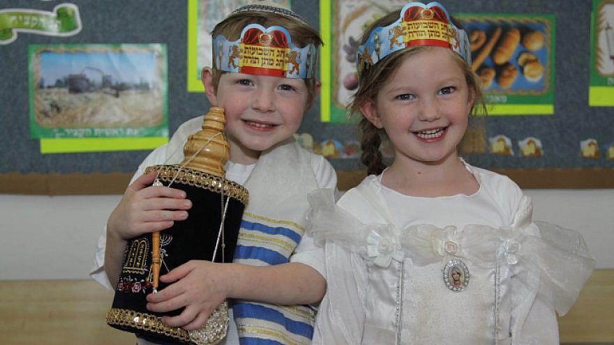 Israeli children celebrate the Shavuot holiday in a kindergarten in Efrat, May 13, 2013. Photo by Gershon Ellinson/Flash90.
