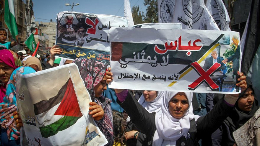 Supporters of Hamas, Islamic Jihad and Al-Ahrar movement protest against Palestinian Authority leader Mahmud Abbas in the southern Gaza Strip town of Rafah on May 2, 2017. Photo by Abed Rahim Khatib/Flash90.