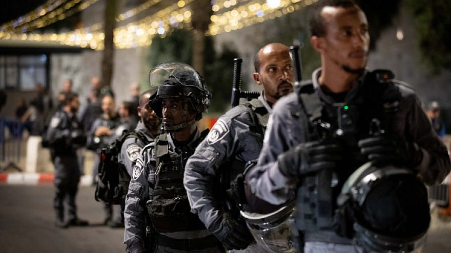 Israeli Border Police stand guard near Damascus Gate in Jerusalem on April 18, 2021. Clashes erupted after police erected barriers preventing people from congregating on the steps in the plaza outside the gate. Photo by Yonatan Sindel/Flash90.