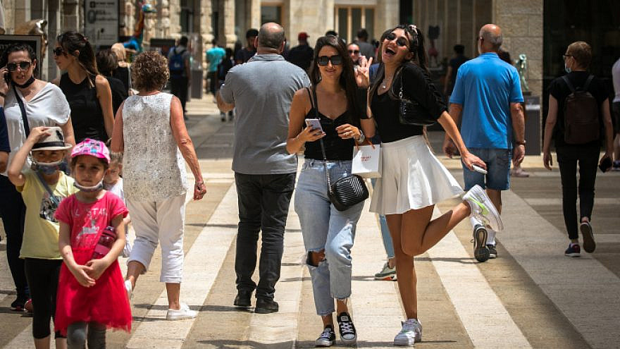 Pedestrians at the Mamilla Mall in Jerusalem, April 20, 2021. Photo by Olivier Fitoussi/Flash90.