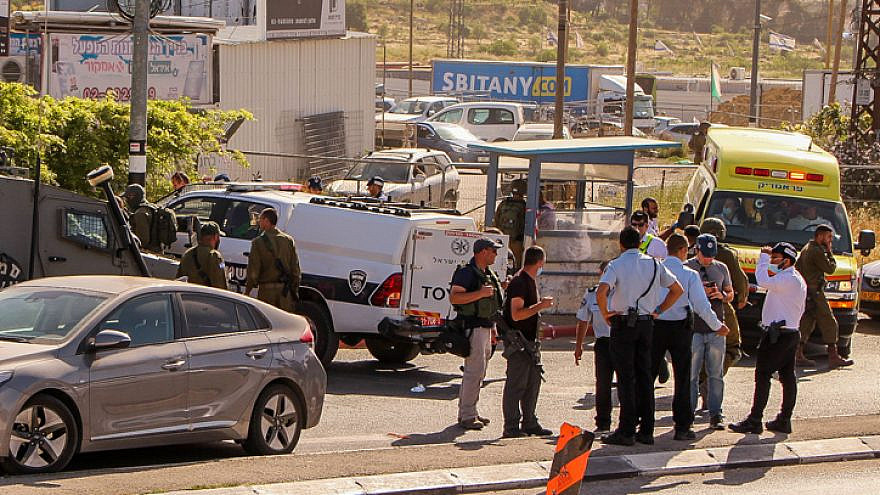 Israeli security forces near the scene of an attempted stabbing at the Gush Etzion Junction south of Bethlehem on May 2, 2021. Photo by Gershon Elinson/Flash90.