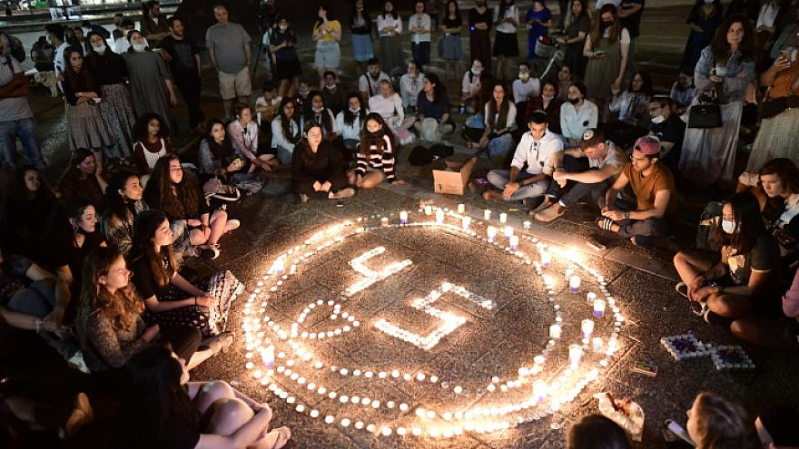 Israelis light candles for the 45 victims who were killed in a stampede at Mount Meron during the Lag B'Omer celebrations, at Rabin Squarein Tel Aviv. May 2, 2021. Photo by Tomer Neuberg/Flash90.