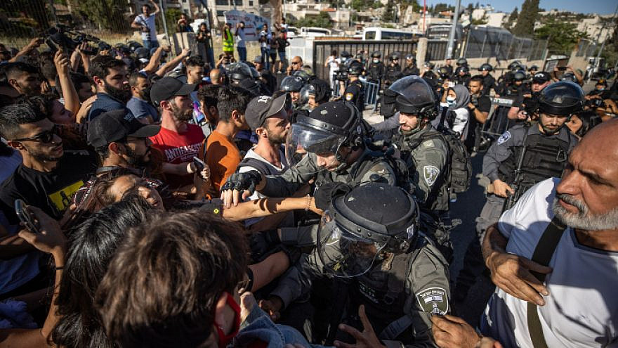 Israeli forces clash with protesters in the eastern Jerusalem neighborhood of Sheikh Jarrah on May 7, 2021. Photo by Yonatan Sindel/Flash90.