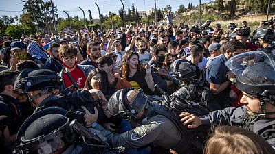 Israeli forces clash with protesters in Jerusalem's Sheikh Jarrah neighborhood on May 7, 2021. Photo by Yonatan Sindel/Flash90.