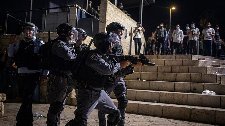 Israeli police officers during clashes with protesters at Damascus Gate in Jerusalem's Old City, May 8, 2021. Photo by Olivier Fitoussi/Flash90.